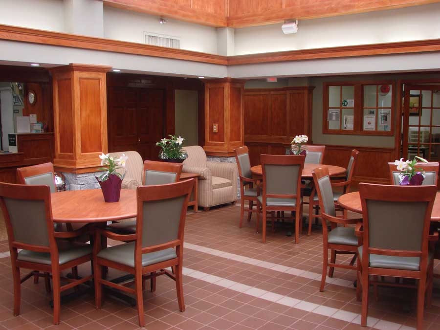 brookhaven-open-style-nursing-stations-and-welcoming-interior-spaces-002